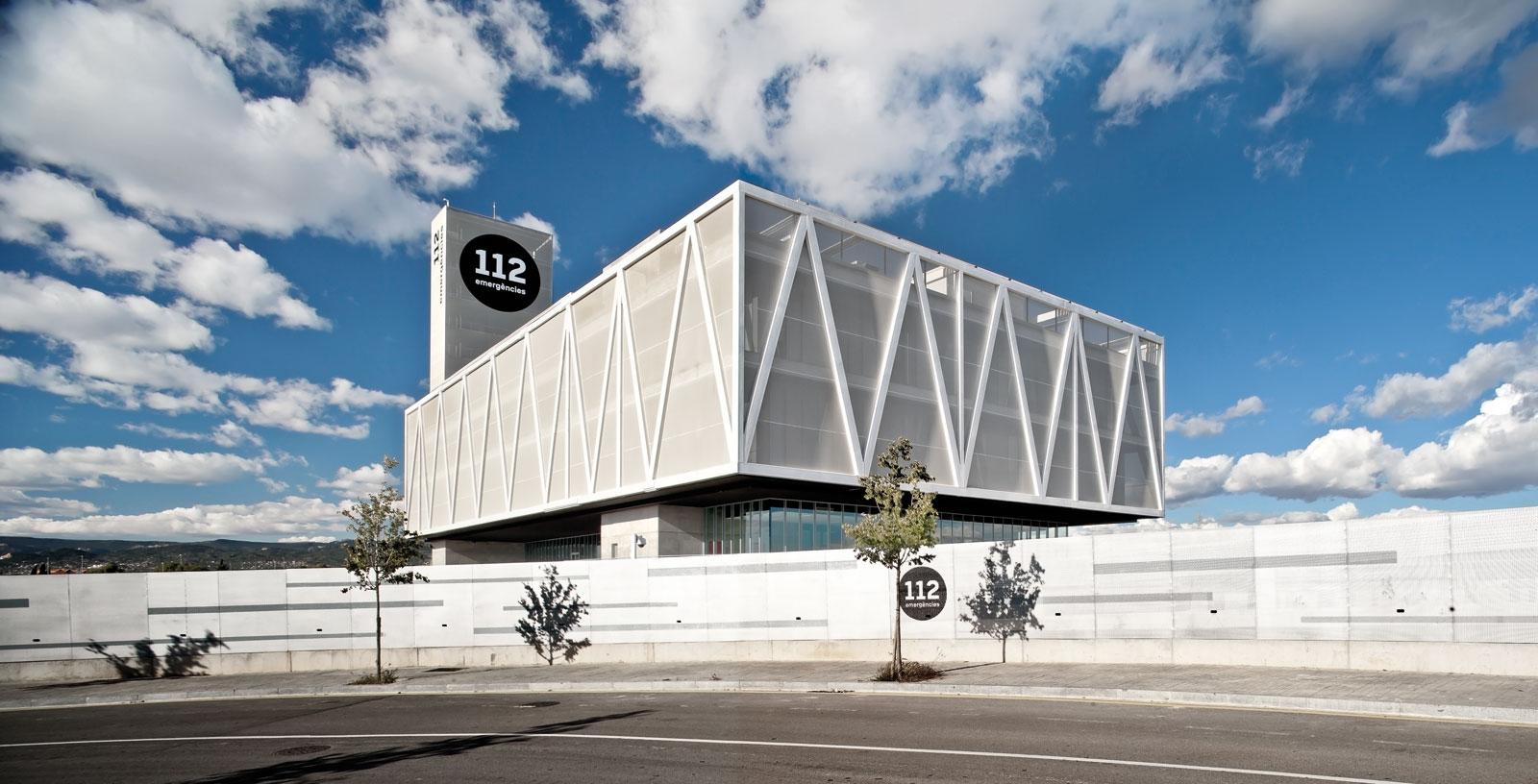 112-emergencies-building_01_Architecture_Idom_Photos_Adria_Goula