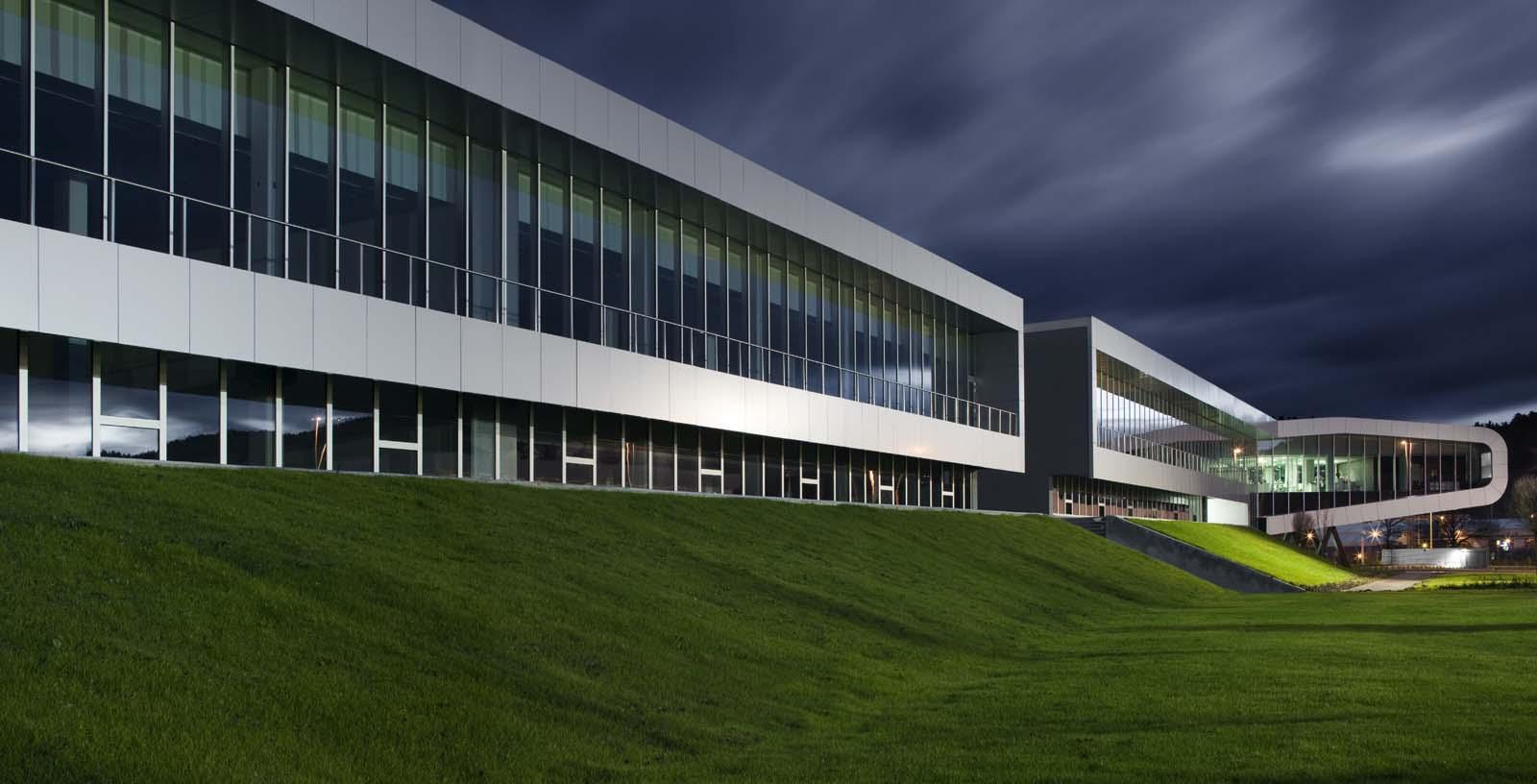 AIC_Automotive_Centre_01_Architecture_Idom_photos_Aitor_Ortiz