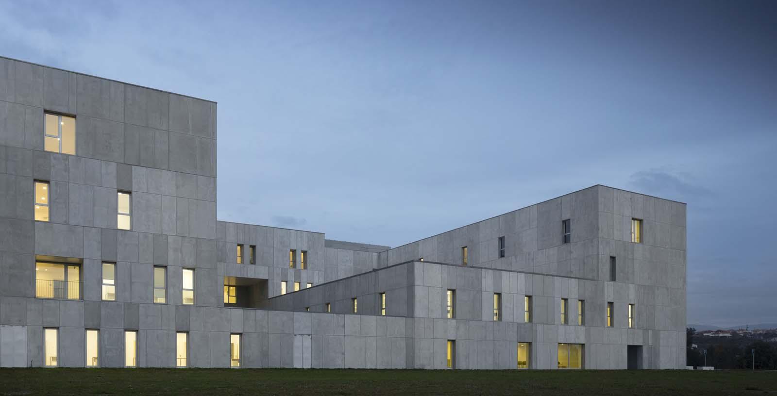 Amarante_Hospital_01_Architecture_IDOM_photos_Fernando_Guerra