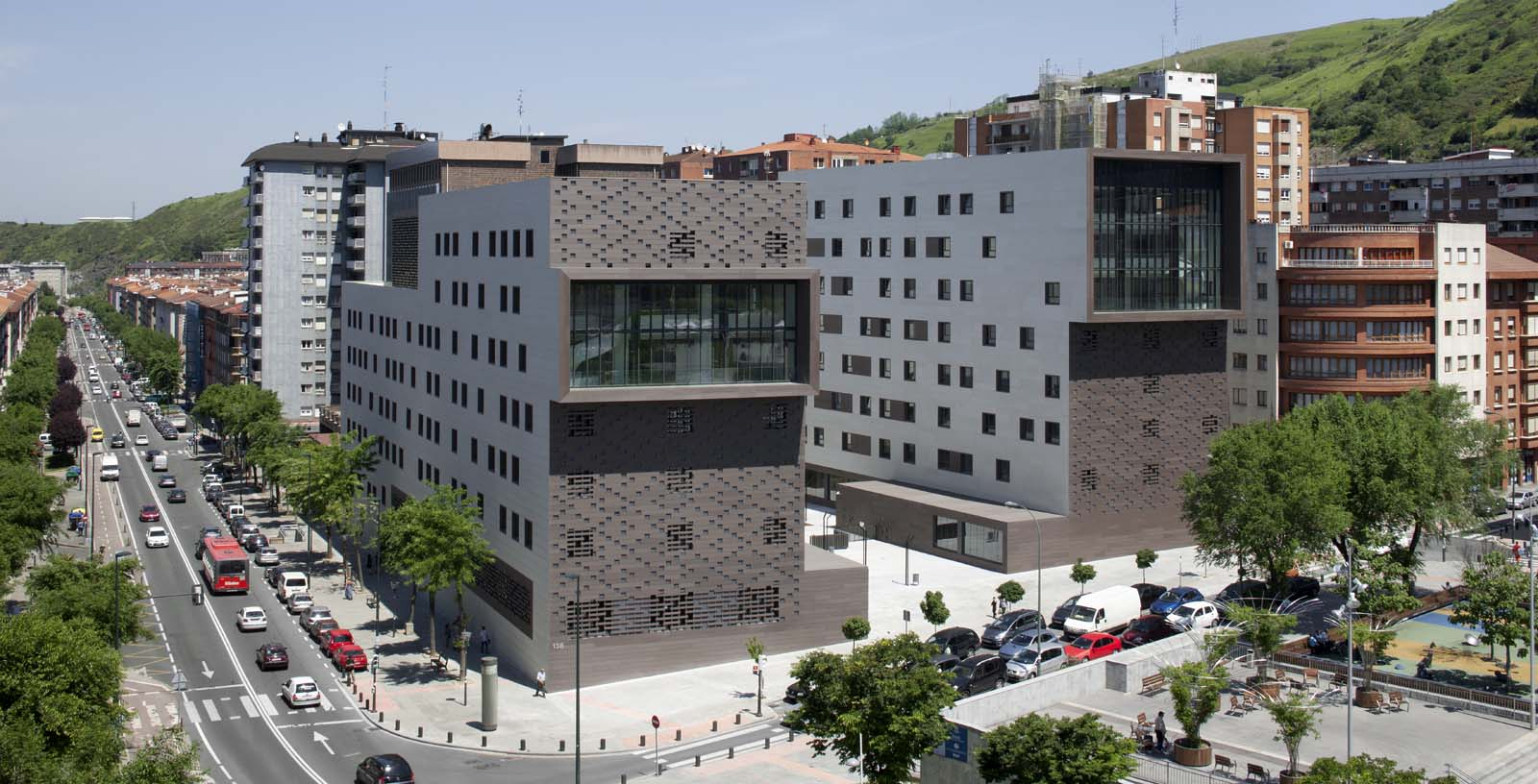 BBK_Sarriko_Residence_01_Architecture_IDOM_photos_Aitor_Ortiz