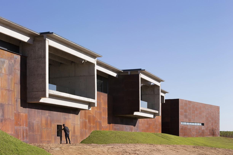 Beronia_Winery_02_Architecture_IDOM_copyright_Aitor_Ortiz