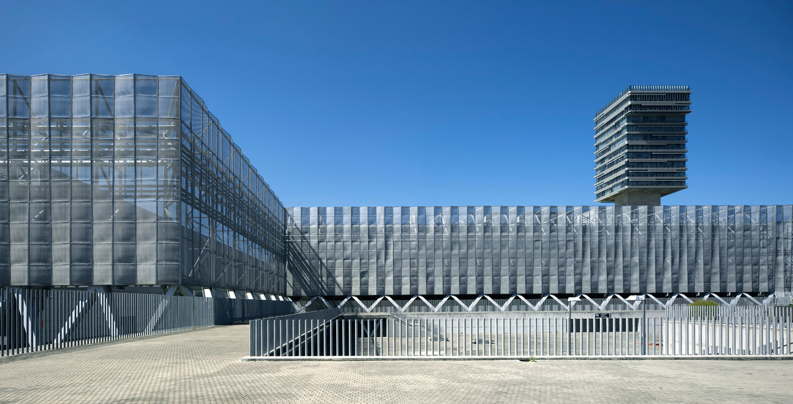 Bilbao-Exhibiton-Centre_02_Architecture_Idom_photos_Aitor-Ortiz