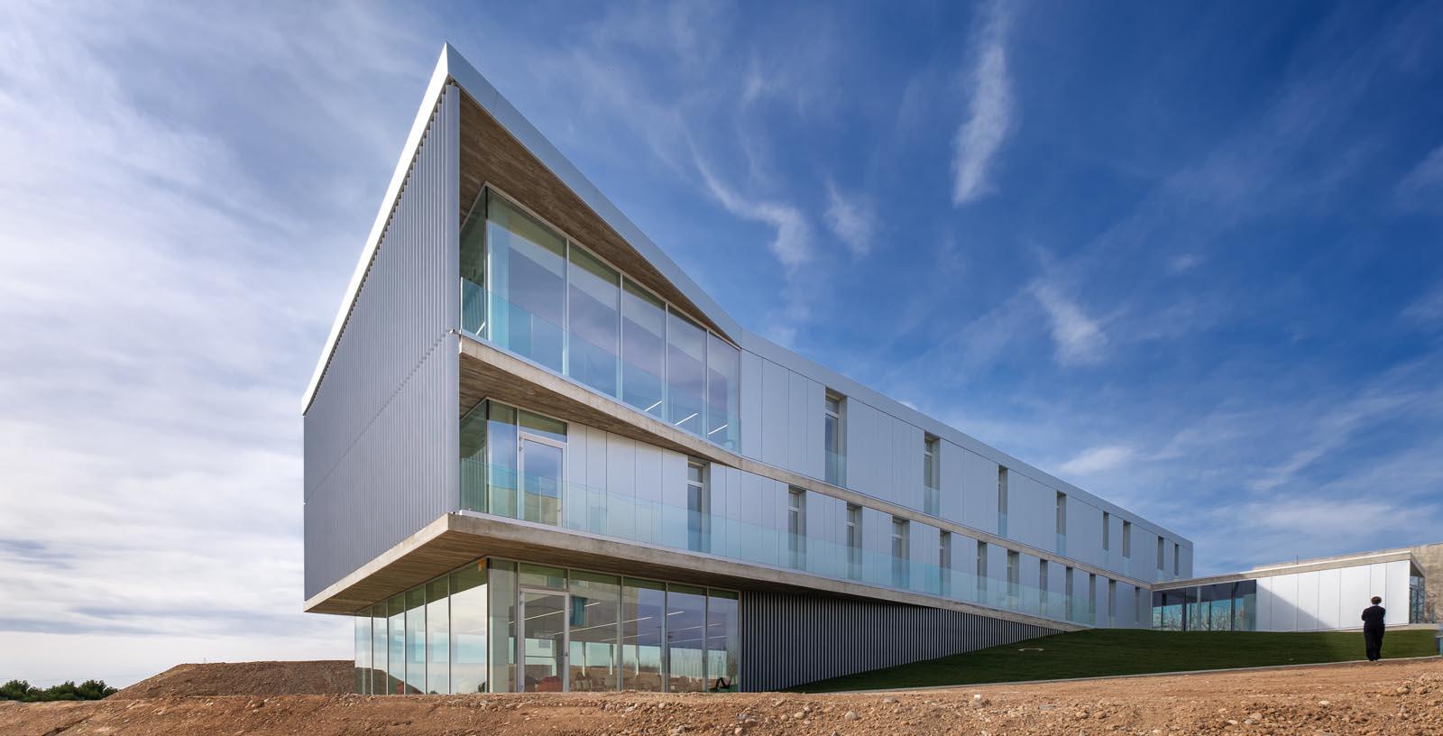 Building-San_Jorge_University_01-Architecture-IDOM-copyright-Inaki_Bergera