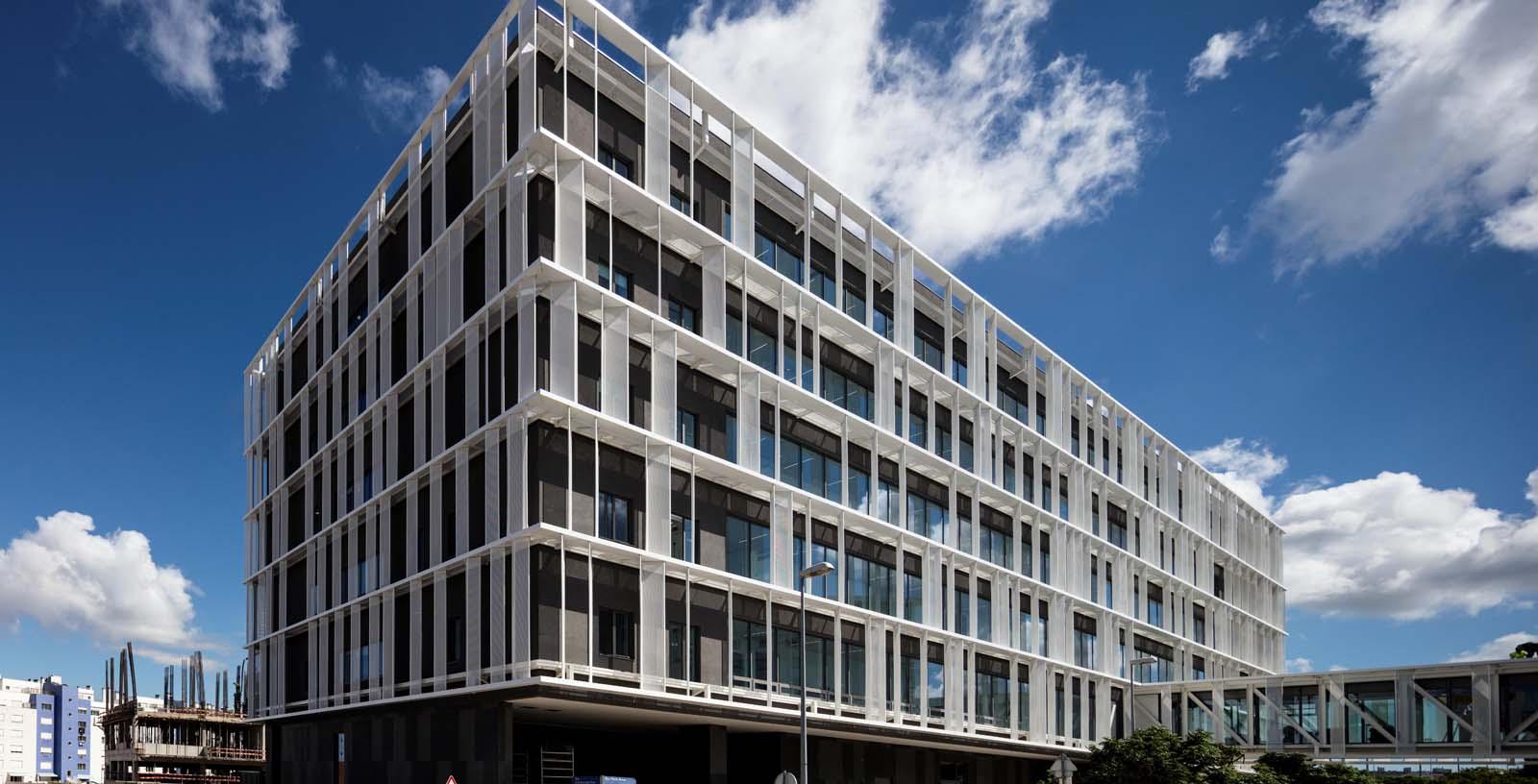 Cuf-Descobertas-Hospital_Architecture_01_IDOM_copyright_Fernando-Guerra