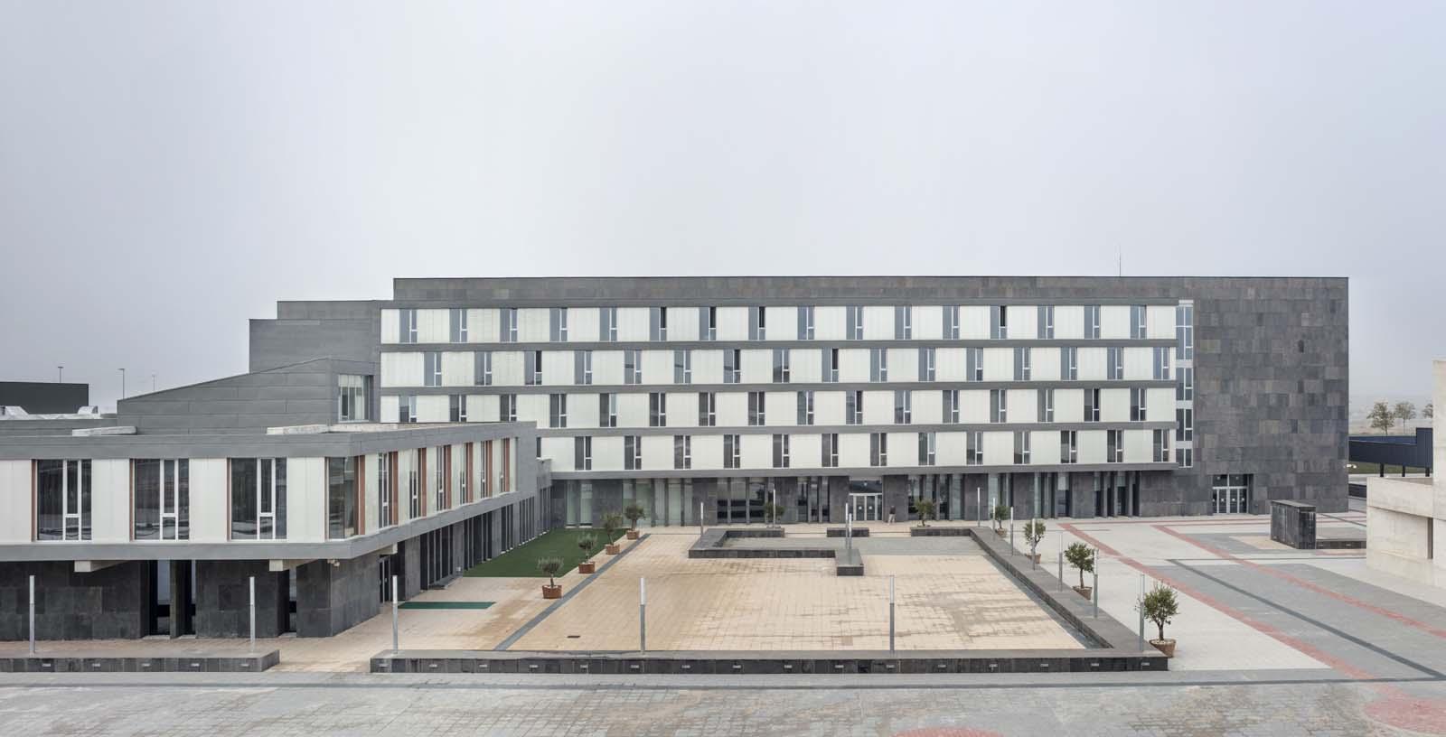 Diagonal_Plaza_Hotel_01_Architecture_Idom_photos_Aitor_Ortiz