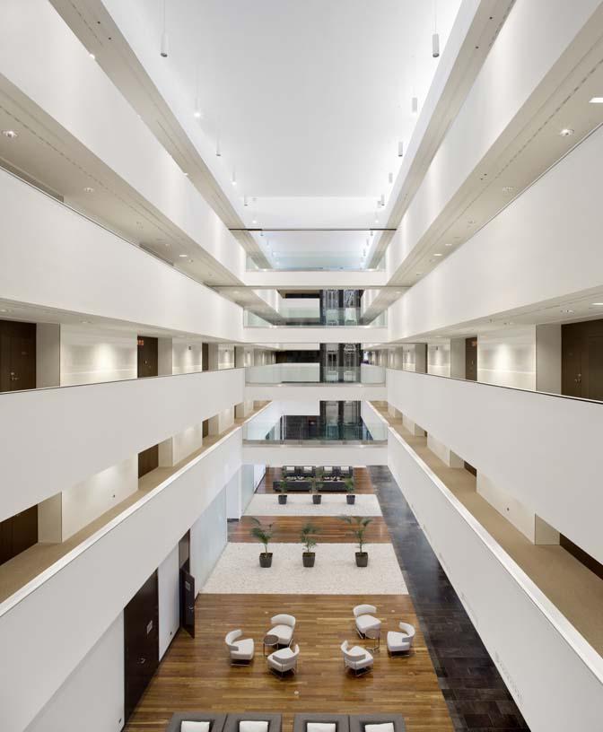 Diagonal_Plaza_Hotel_04_Architecture_Idom_photos_Aitor_Ortiz