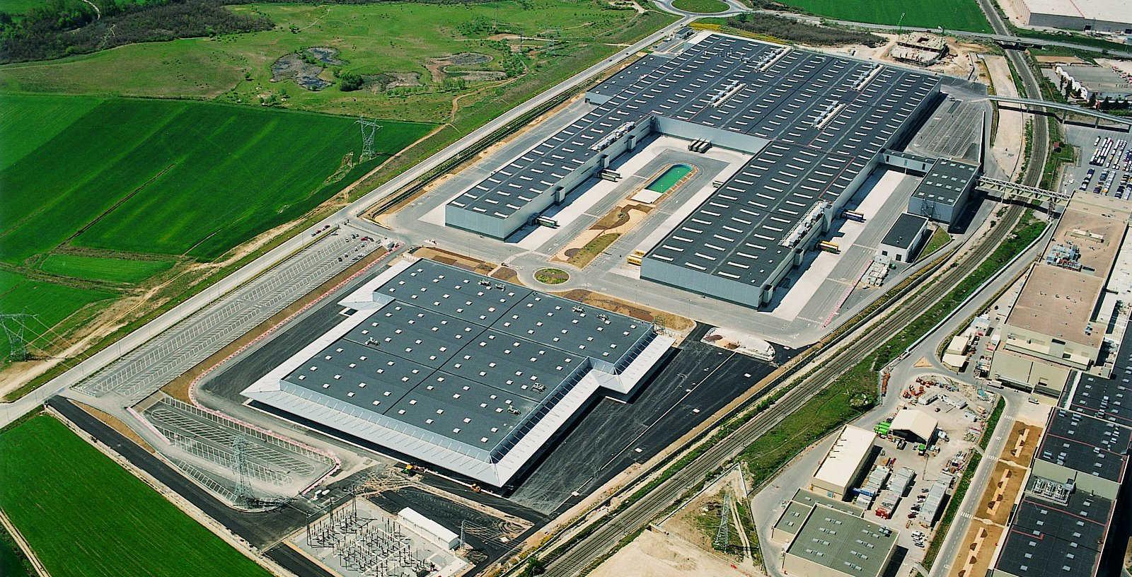 MERCEDES_BENZ_EPCM_Automobile_manufacturing_plantas_02_Idom
