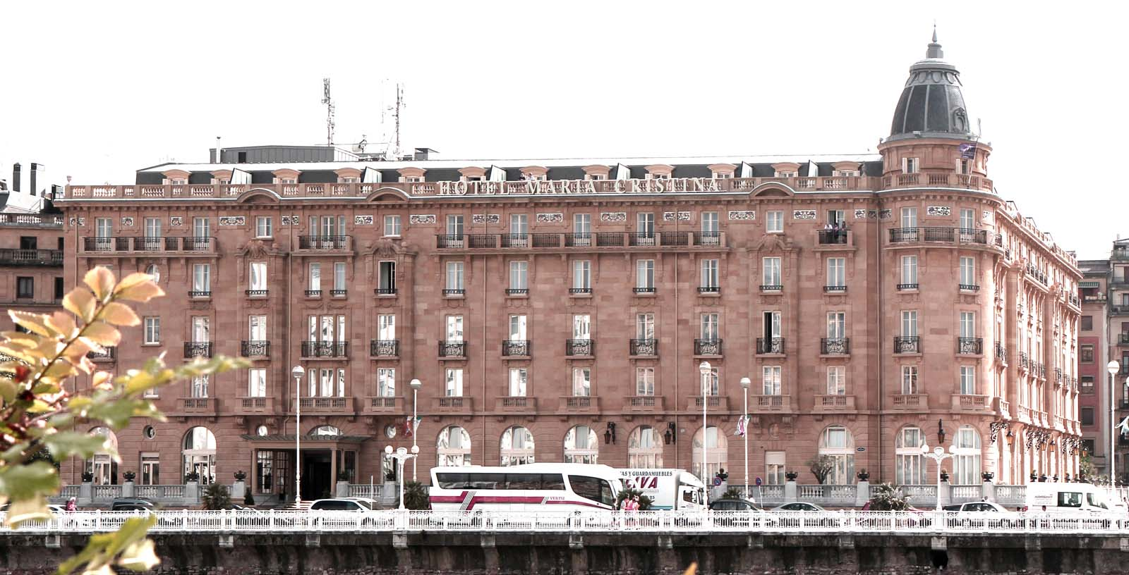 Maria_Cristina_Hotel_02_Building_Idom