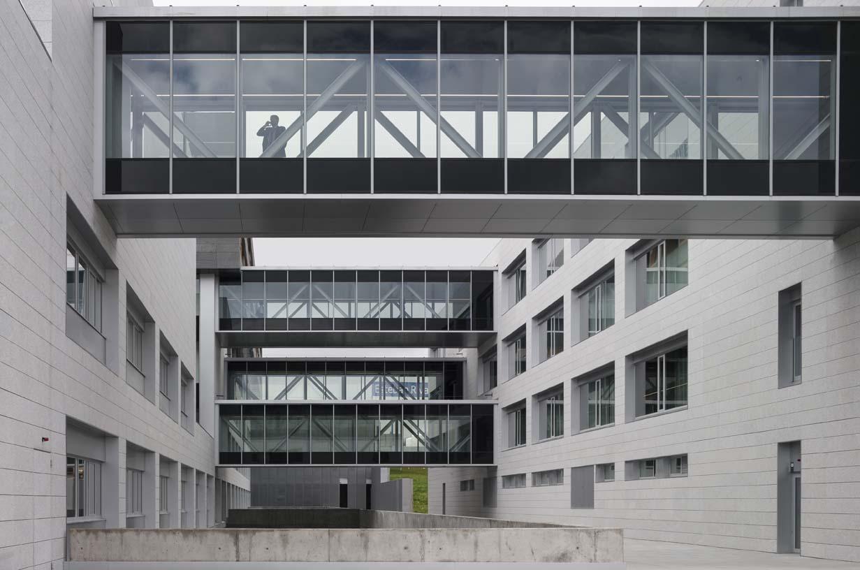 Navarra_University_Clinic-04-Architecture-IDOM-photos-Aitor_Ortiz