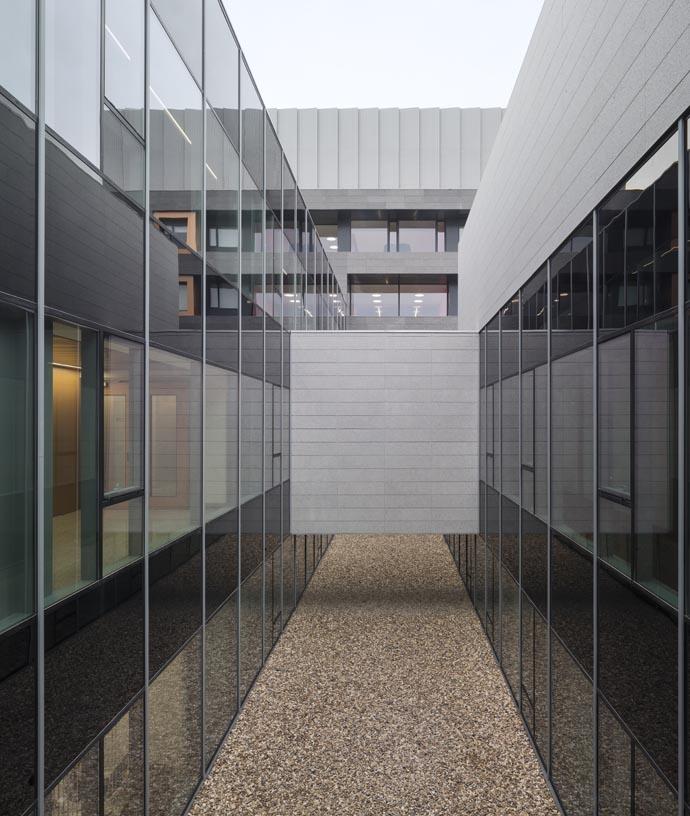 Navarra_University_Clinic-07-Architecture-IDOM-photos-Aitor_Ortiz