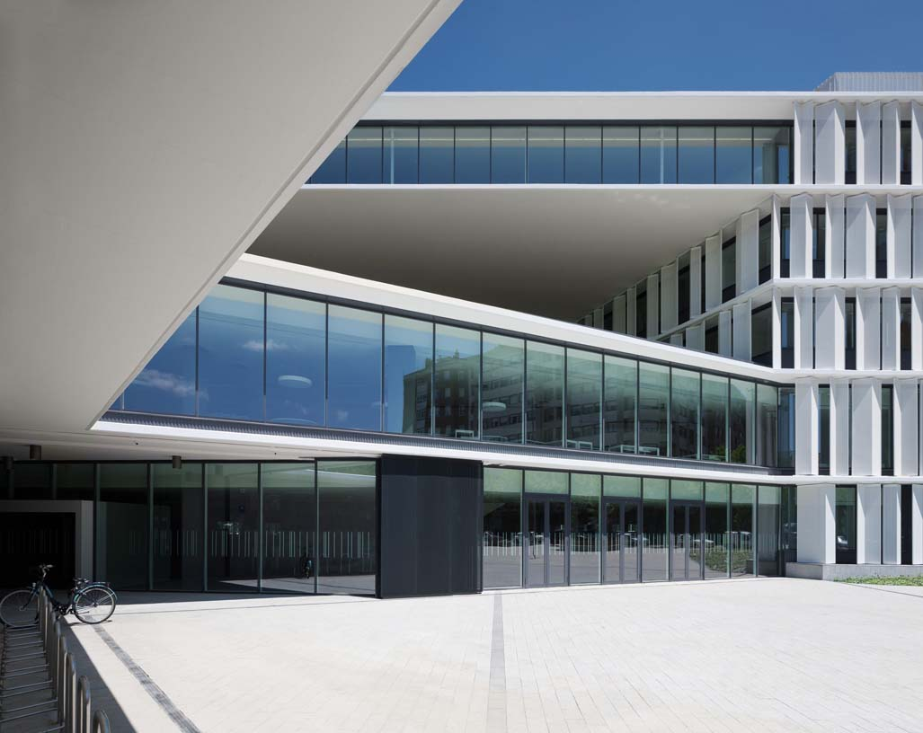 New_Offices_Vitoria_City_Council_03_Architecture_Idom_Photos_Aitor_Ortiz