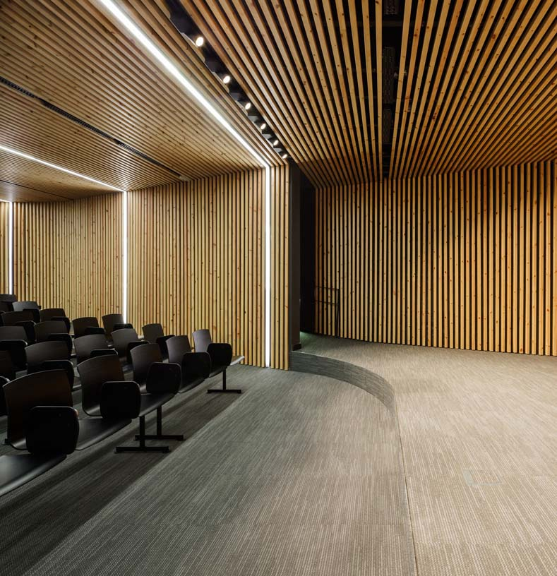 New_Offices_Vitoria_City_Council_07_Architecture_Idom_Photos_Aitor_Ortiz