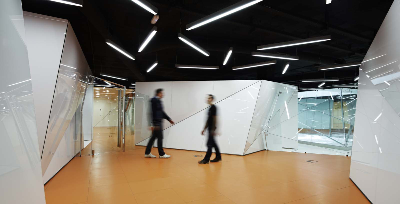 Offices_of_the_IT_and_telecommunication_services_02_Architecture_IDOM_photos_Eugeni_Pons