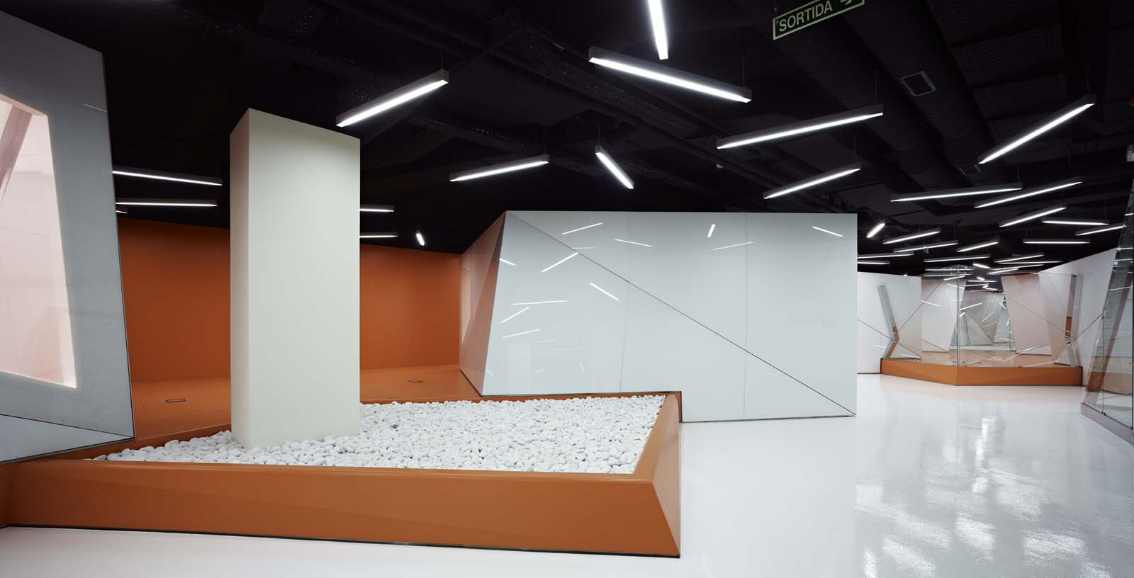 Offices_of_the_IT_and_telecommunication_services_03_Architecture_IDOM_photos_Eugeni_Pons