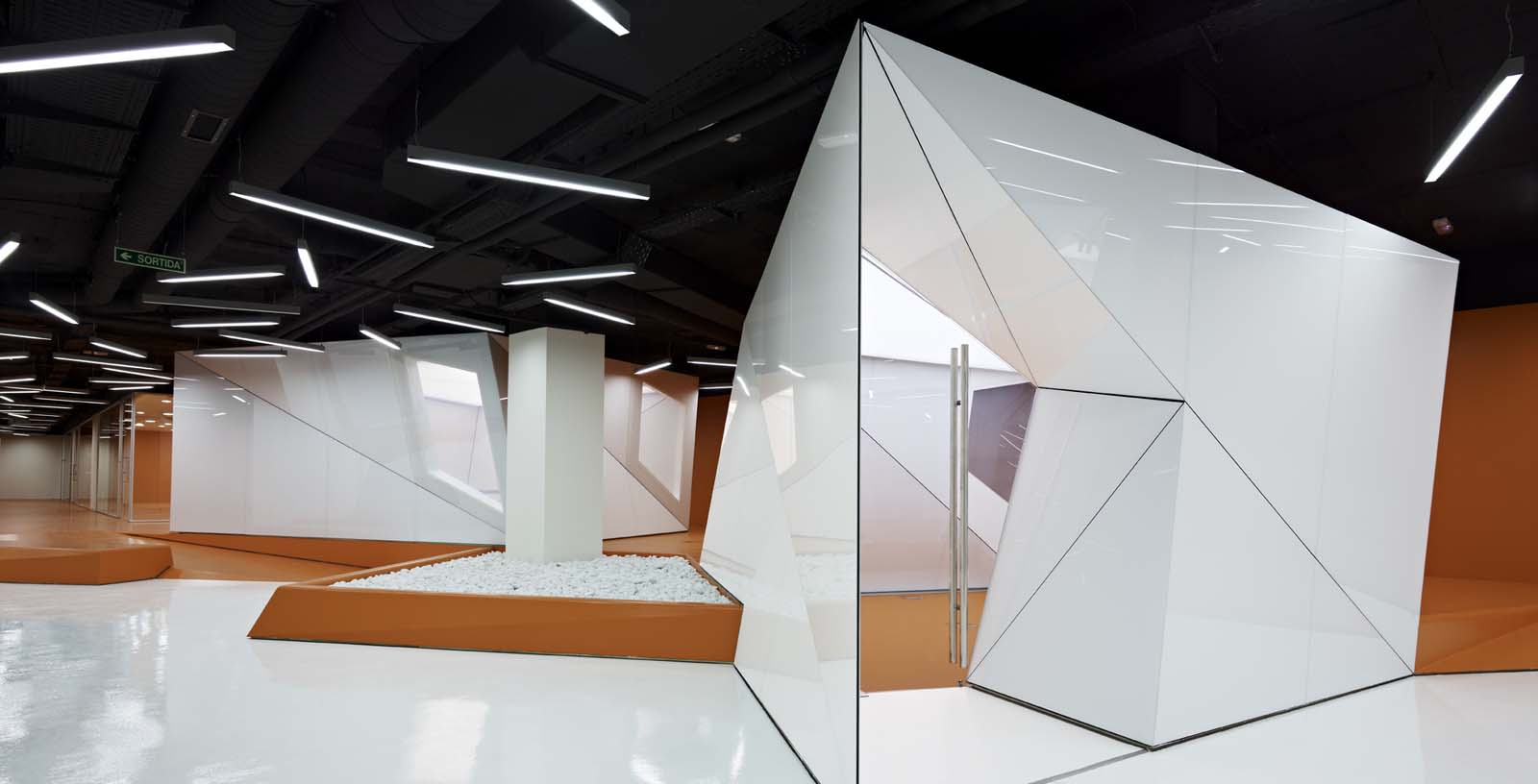Offices_of_the_IT_and_telecommunication_services_04_Architecture_IDOM_photos_Eugeni_Pons