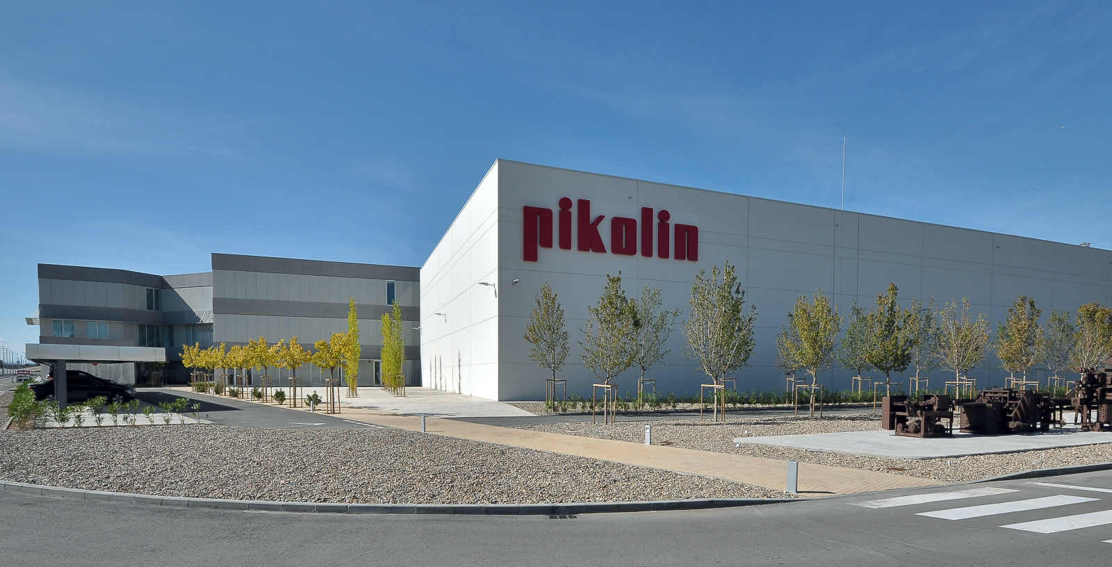 Pikolin_centro_industrial_exterior_Plaza__Iberebro_IDOM