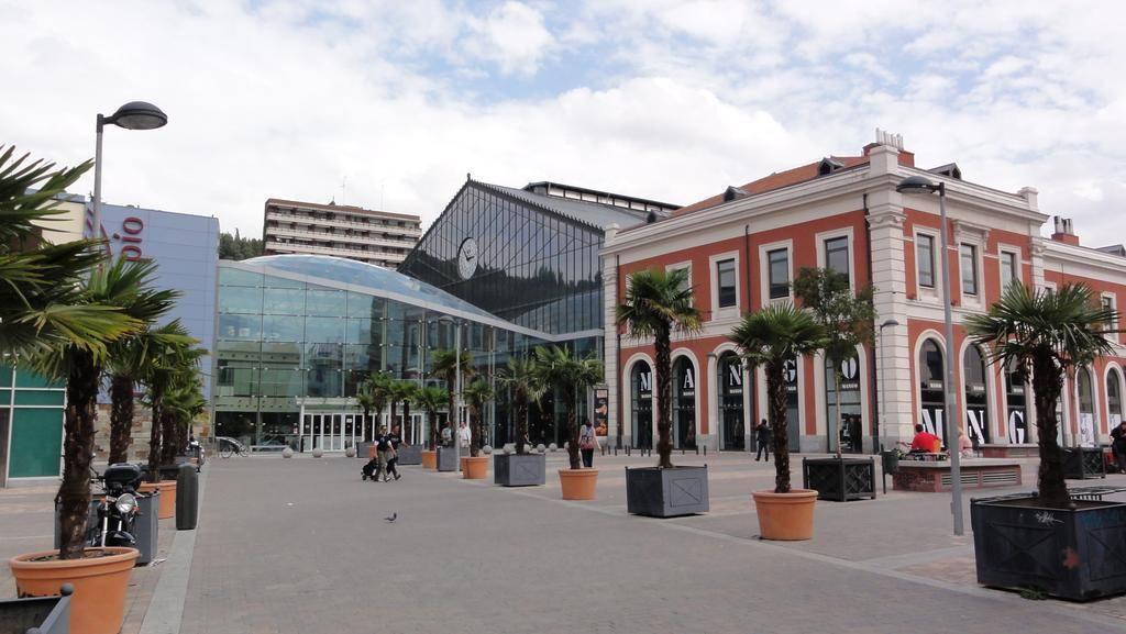 Principe_Pio_Shopping_Center_02_Building_Idom