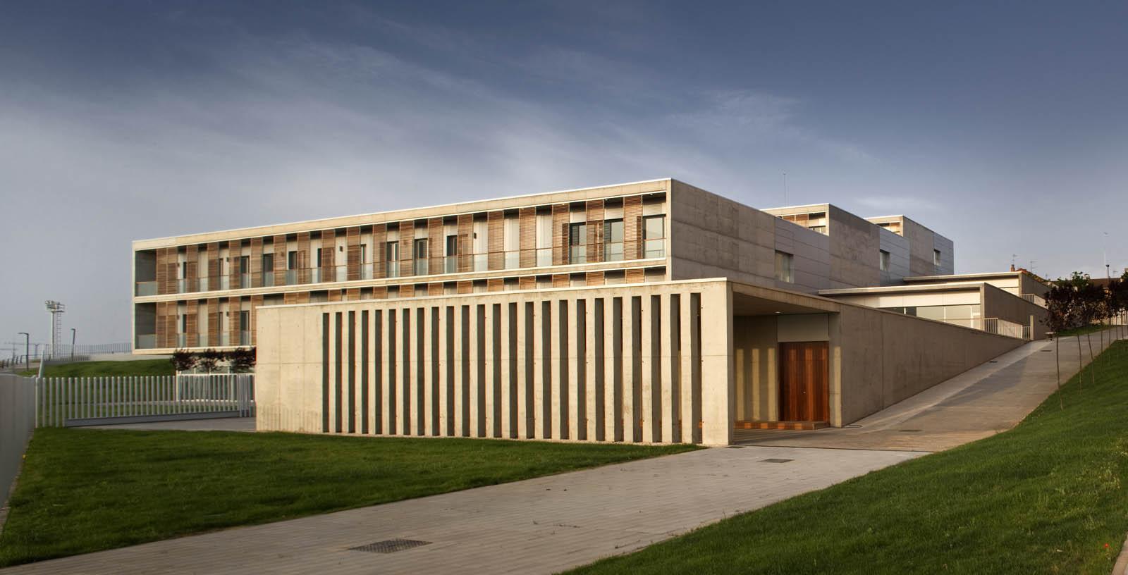 Retirement_Home_Zaragoza_01_Architecture_IDOM_pictures_Aitor_Ortiz