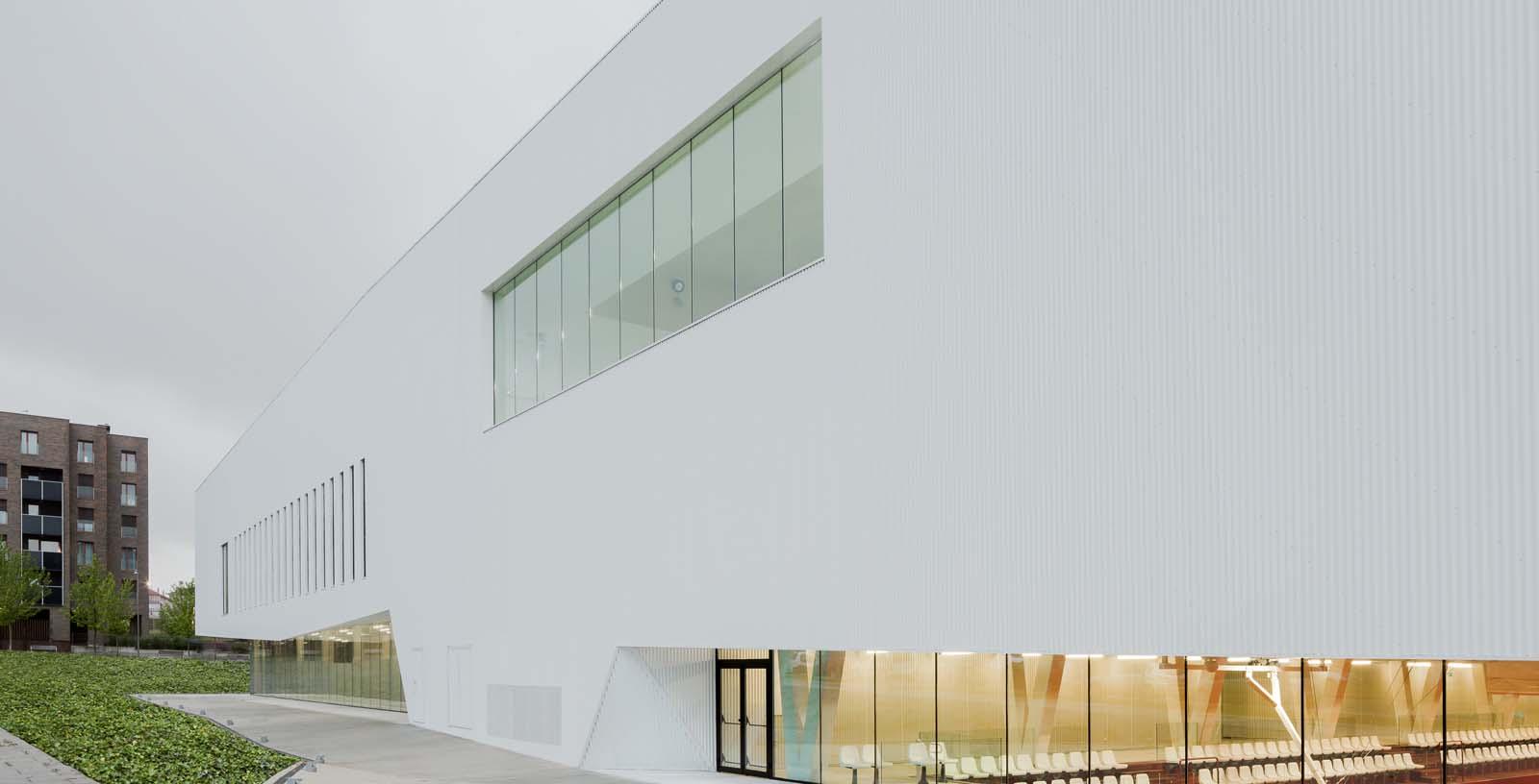 Salburua_Civic_Centre_01_Architecture_IDOM_photo_Aitor_Ortiz