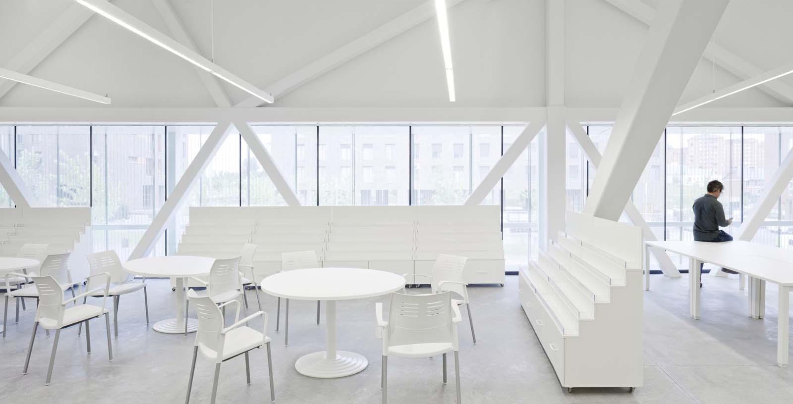 Salburua_Civic_Centre_03_Architecture_IDOM_photo_Aitor_Ortiz