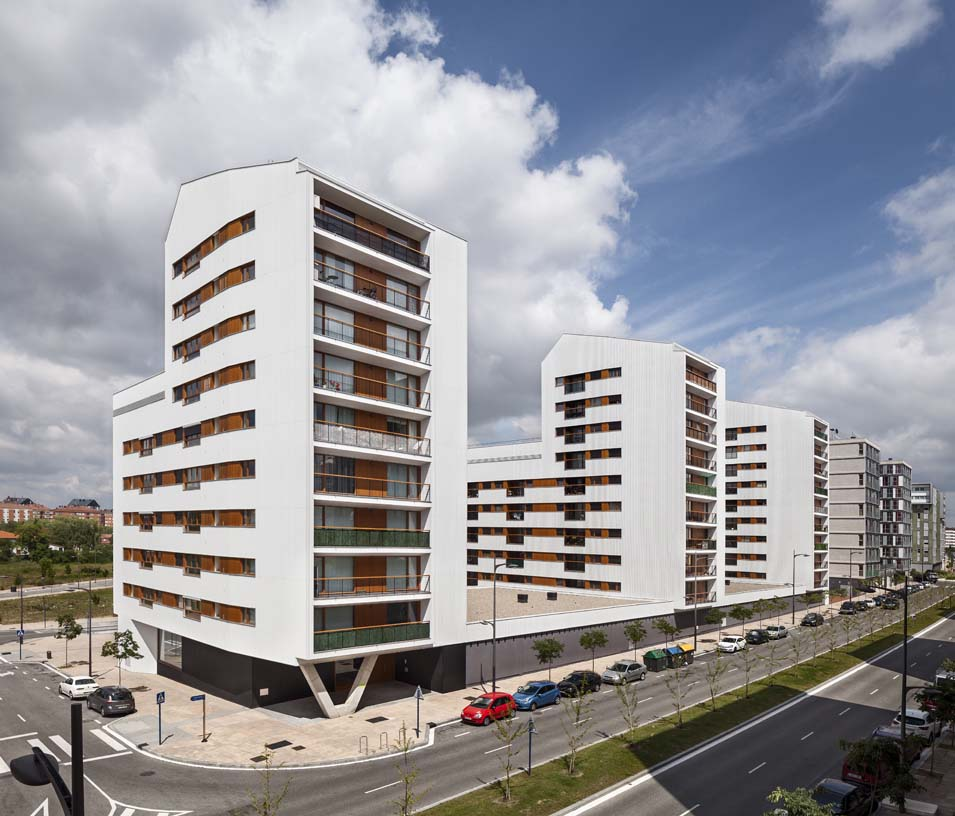 Subsidized_flats_in_Borinbizkarra_02_Architecture_IDOM_photos_Aitor_Ortiz