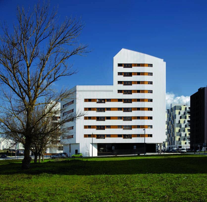 Subsidized_flats_in_Borinbizkarra_03_Architecture_IDOM_photos_Aitor_Ortiz