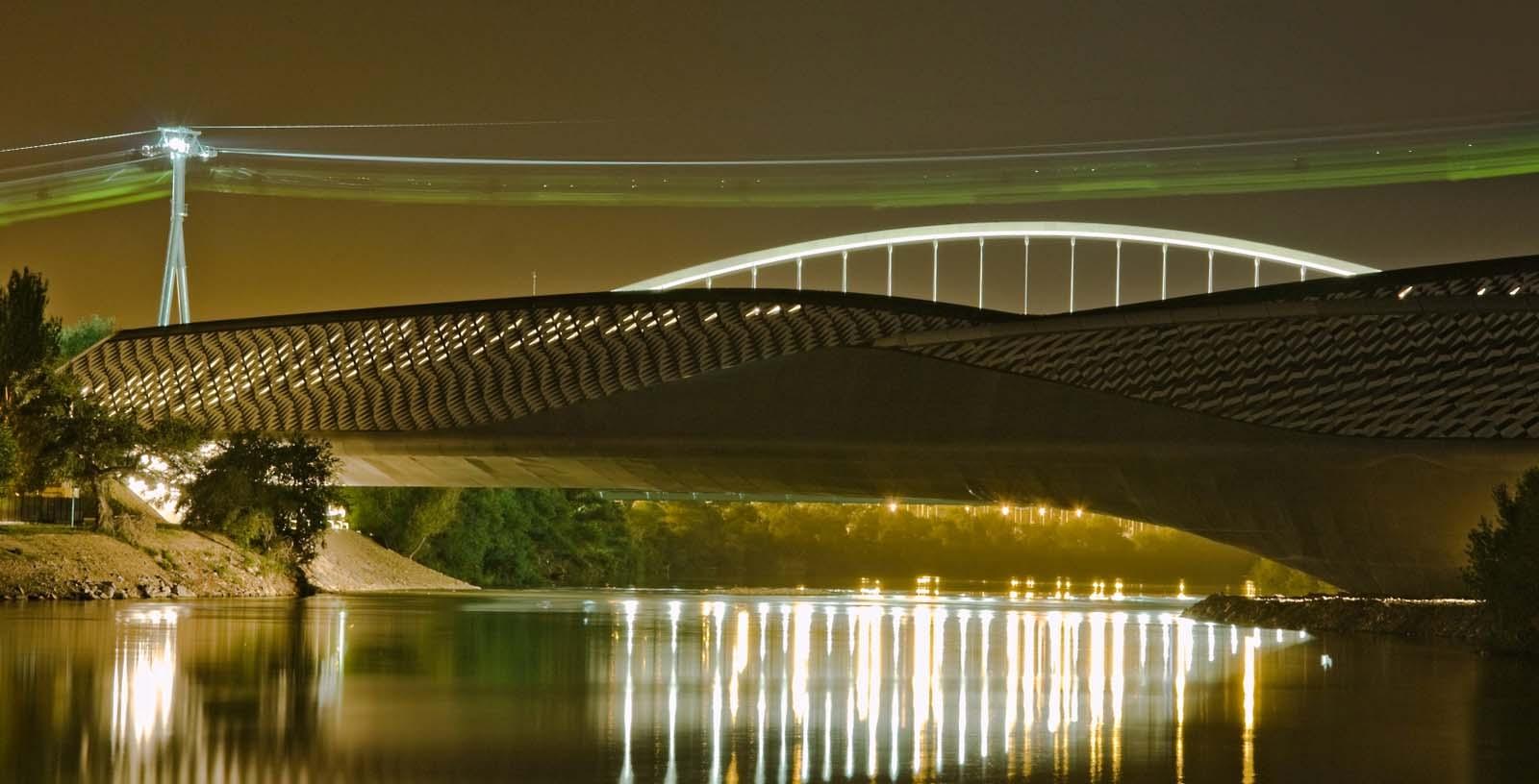 Zaha_Hadid_Bridge_Expo_Zaragoza_01_Building_Idom__Antonio_Ramos_-_www.photaki.es
