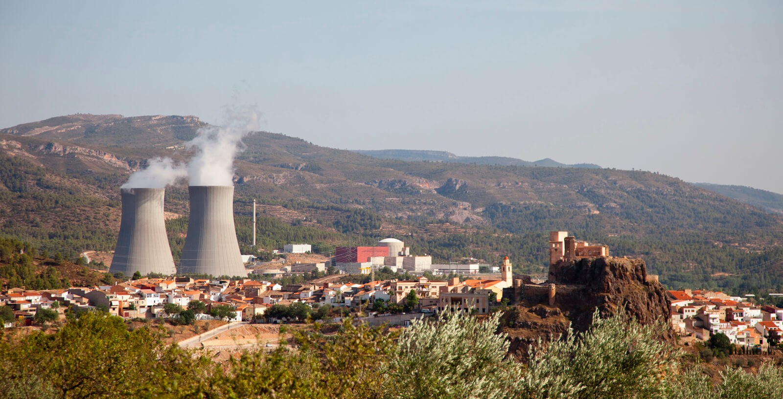 Idom_Nuclear_Services_Access_Building_Restricted_Area_Cofrentes_nuclear_power_plant_NPP_Zai_Aragon_shutterstock
