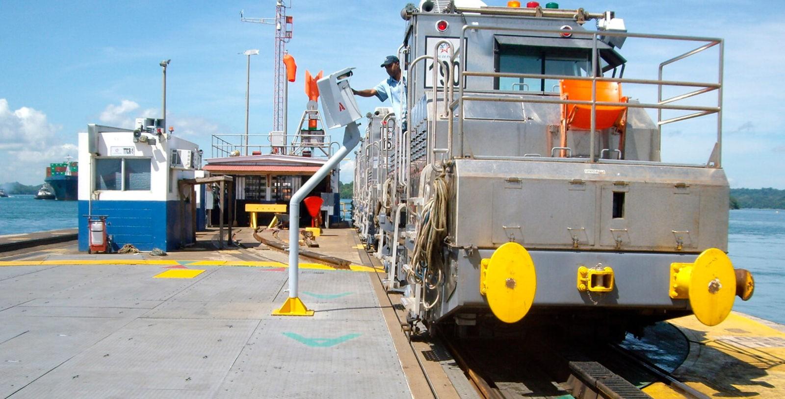 Locomotive_Turntables_Gatun_Locks_Panama_Canal_IDOM_6_
