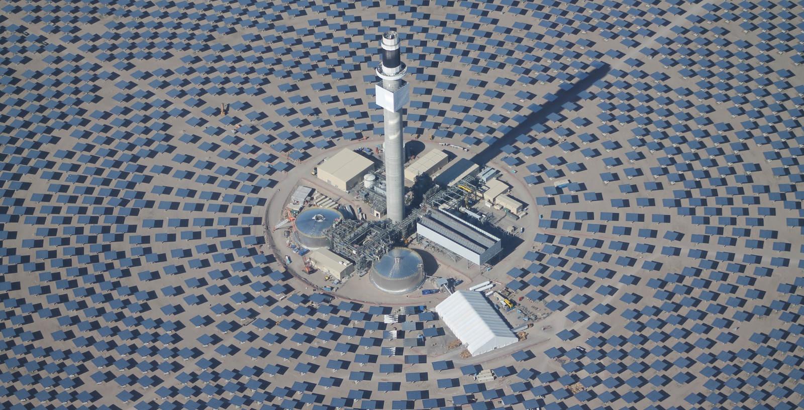 CRESCENT_DUNES_ CONCENTRATING_SOLAR_POWER_PLANT_ USA_IDOM_01_Cobra