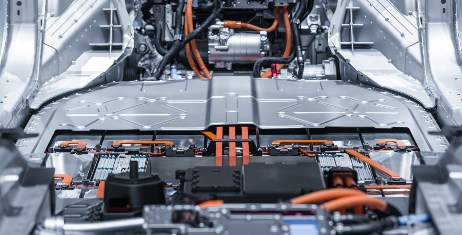 Electric_Car_Batteries_USA_Europe_Confidential_IDOM_01
